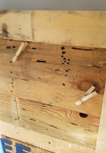blog-pallet-sign-clothespins.jpg